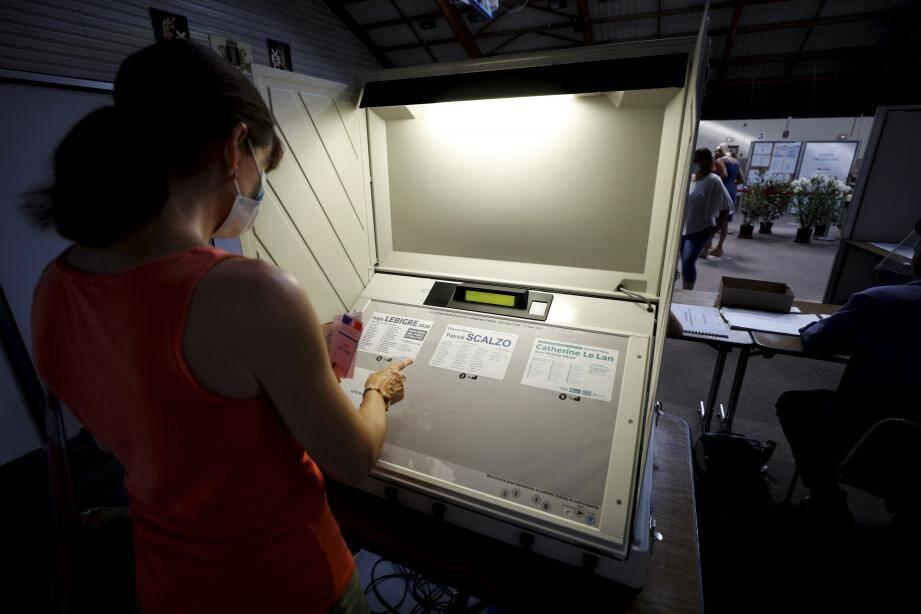 Le vote électronique à Vence.