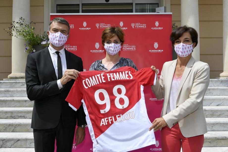 Le vice-président de l'AS Monaco, Oleg Petrov, a offert un maillot au Comité.