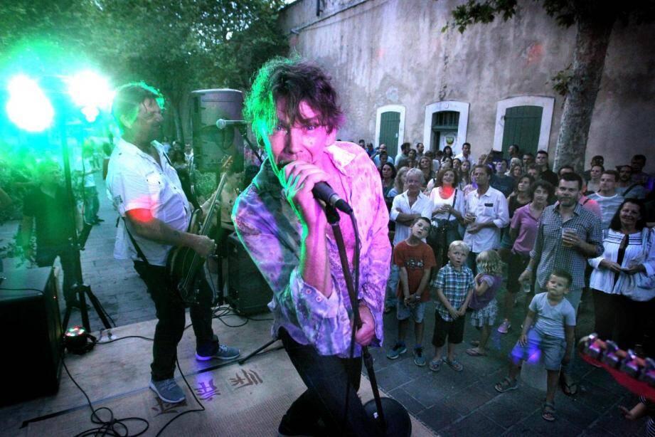 La Fête de la musique boulevard d'Aguillon à Antibes.