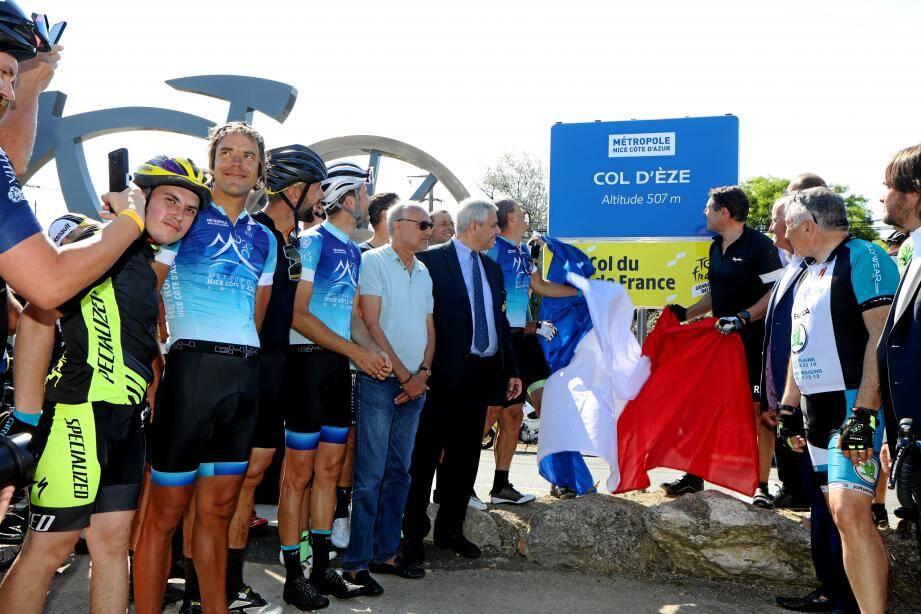 """Après 15 kilomètres de course, le col d'Èze a été labellisé """"Col du Tour de France"""" ce jeudi matin par Christian Estrosi et Christian Prudhomme."""