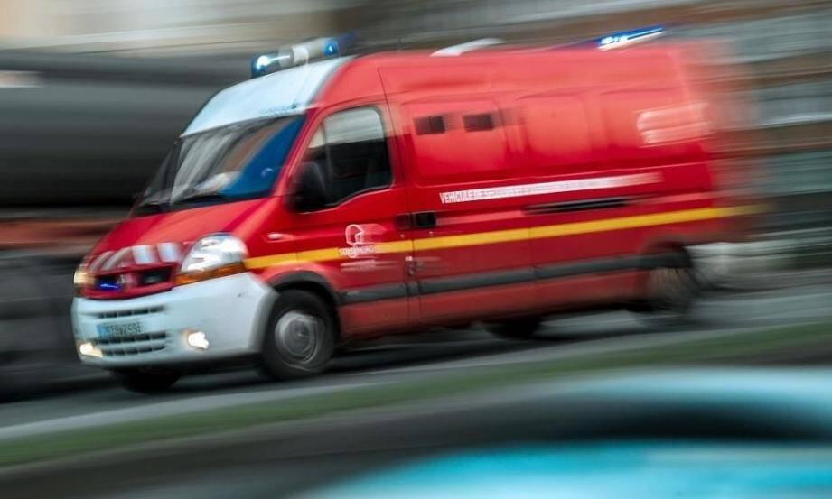Un camion de pompiers en intervention.