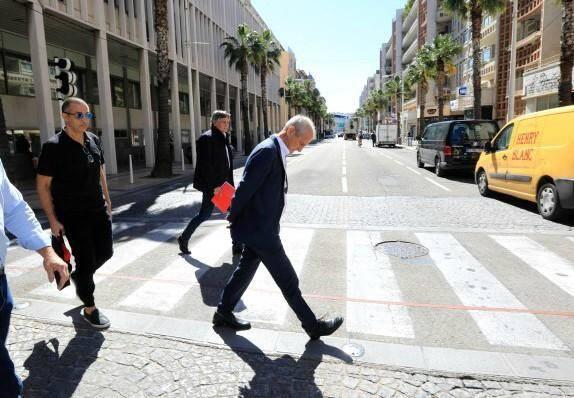 Ce lundi, devant l'hôtel de ville de Toulon, à la sortie de la réunion de la dernière chance autour de l'arrivée de Boudjellal au Sporting.