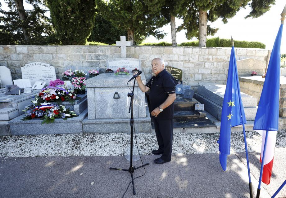 La cérémonie s'est tenue en présence du maire de Grasse et de son prédécesseur.