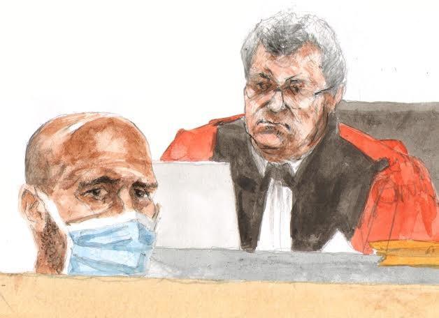 Roger Haerter, masqué, face au président Guyon, mardi devant la cour d'assises du Var.
