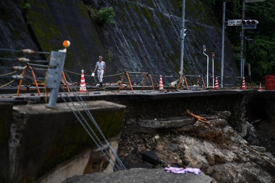 Une route endommagée par les pluies diluviennes et les inondations à Kuma (Japon), le 9 juillet 2020