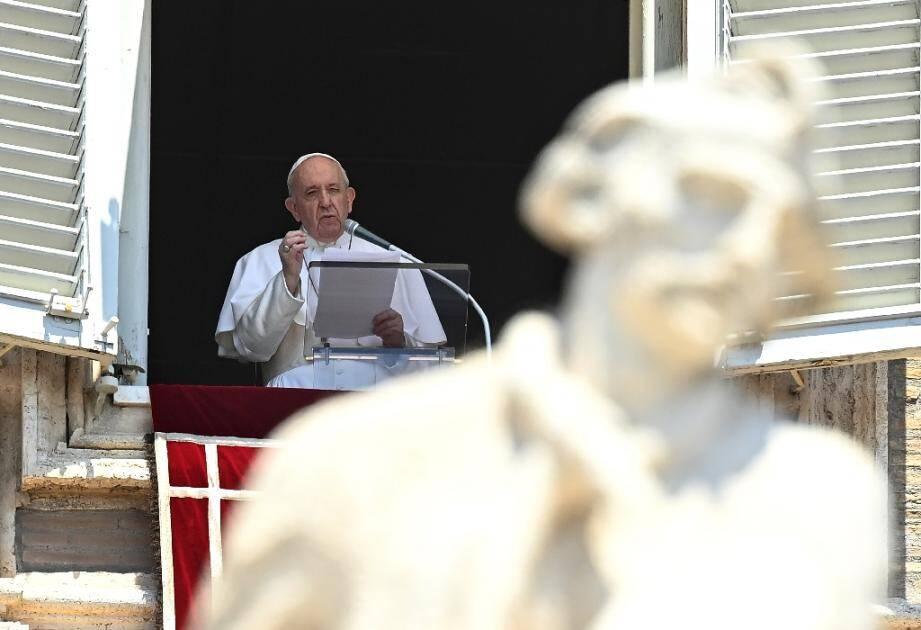 Le pape François durant la prière de l'Angelus, au Vatican le 12 juillet 2020