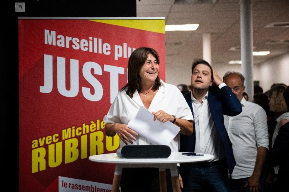 La candidate de l'alliance de gauche rintemps Marseillais (PM) Michele Rubirola se prépare à un discours lors due second tour des élections municipales à Marseille, sud de la France, le 28 juin 2020