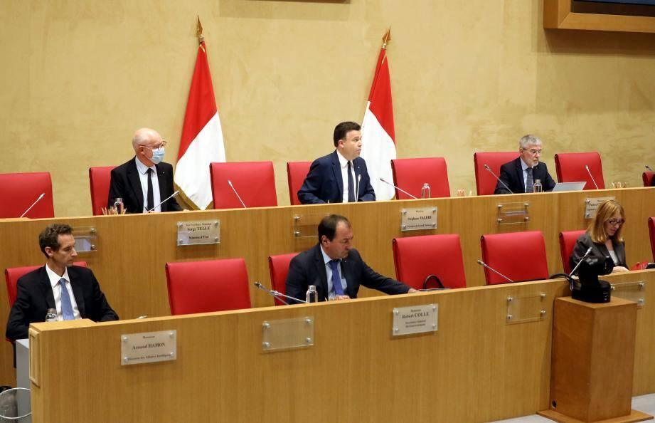 Exécutif et législatif réunis lundi soir, en séance publique... toujours sans public.