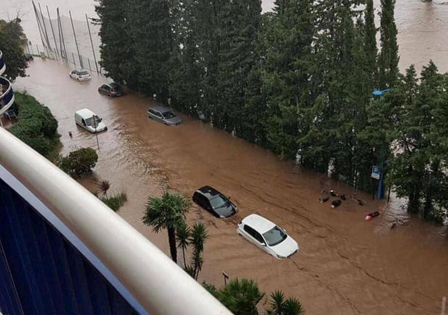 L'avenue du Riou à Mandelieu inondée le 23 avril 2019.