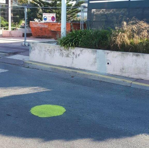 Des ronds verts envahissent les rues de la ville de Saint-Raphaël.