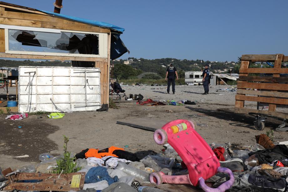 Le début de l'installation sur ce terrain en terre battue appartenant à la ville de Nice remonte au 2 août 2019. Une cinquantaine de caravanes et baraquements dans lesquels 150 personnes vivent depuis.
