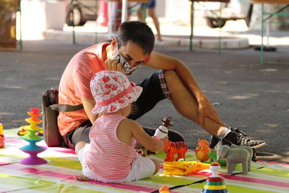 Activités rafraîchissantes, jeux d'eau et ateliers créatifs, à l'ombre des platanes, ont connu un vif succès durant toute la journée.