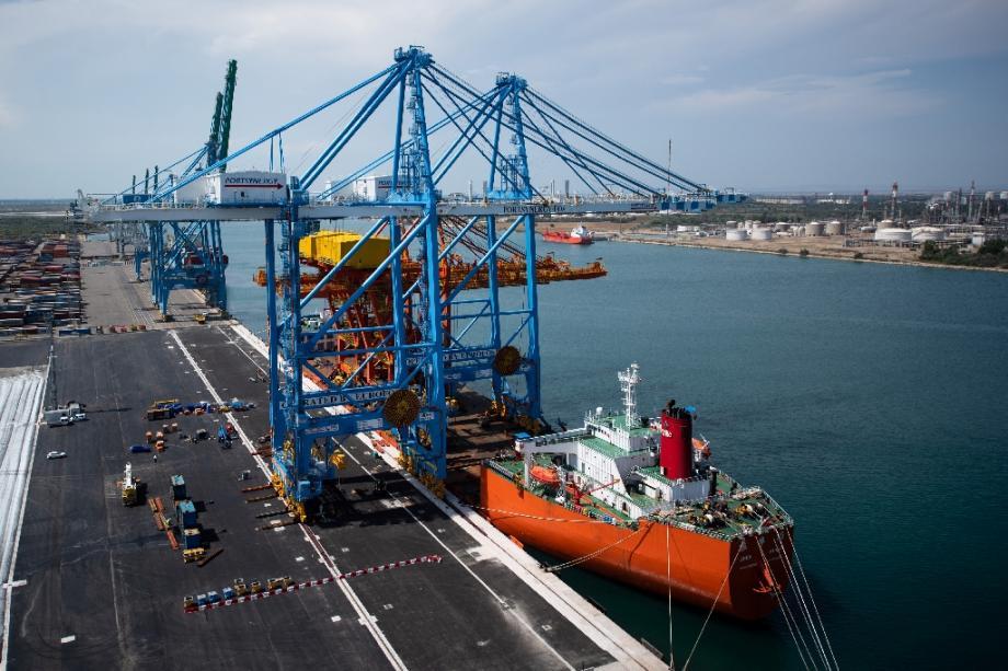 Un des nouveaux portiques géants arrivés cette semaine pour équiper le port de Marseille, le 23 juillet 2020, à Marseille.