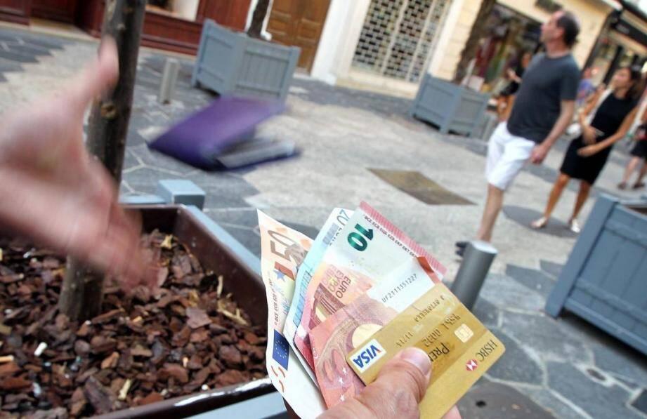 Le propriétaire du portefeuille ne pensait pas qu'un honnête inconnu lui rendrait les 1.500 euros égarés...