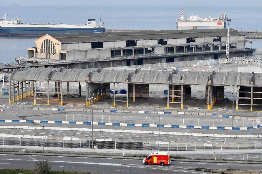 Un véhicule de pompiers transporte des malades du Covid-19, à Marseille, le 23 mars 2020