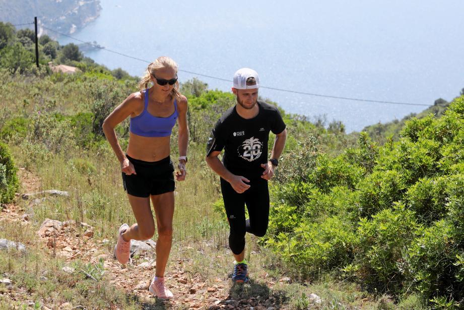 Le défi: accompagner l'ancienne recordwoman du marathon dans la garrigue sur les hauteur d'Eze.