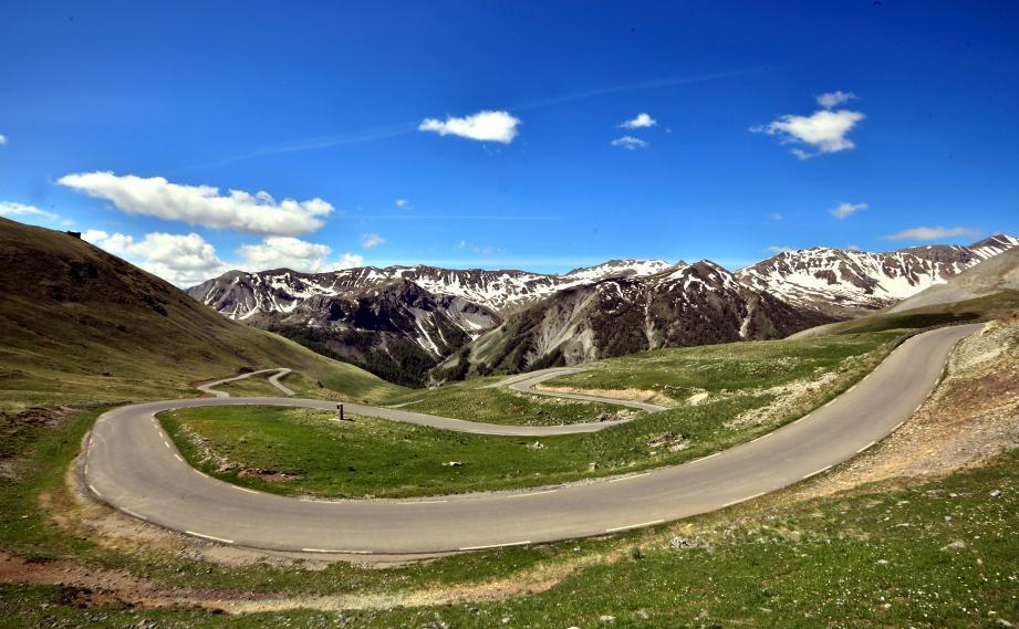 La route, généralement ouverte de juin à octobre-novembre, se situe au cœur de parc.