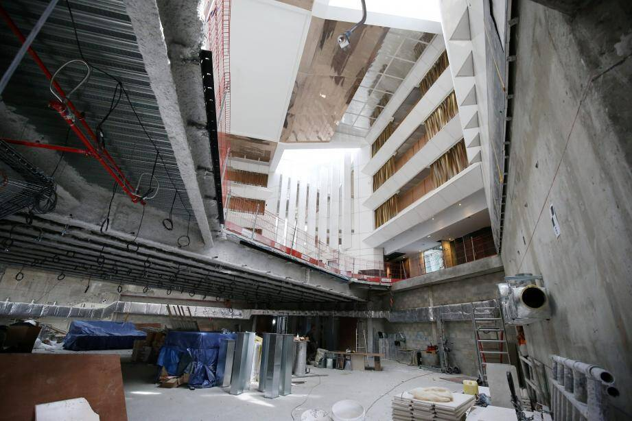 Une passerelle, créée sous l'atrium, accueillera le lobby.