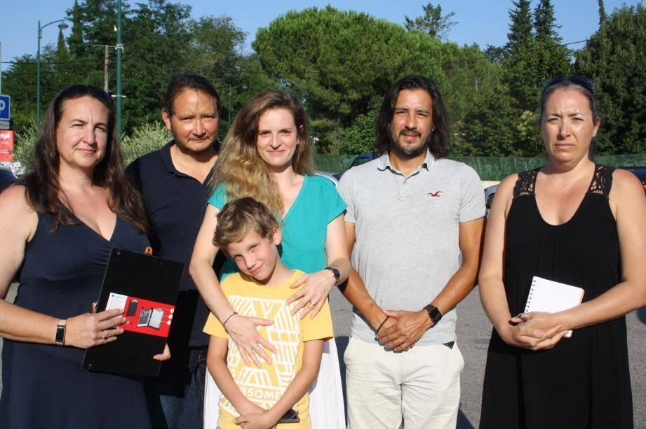 Le collectif de parents a été rejoint par l'association de parents d'élèves APE-Roq' pour une action commune auprès du Rectorat.