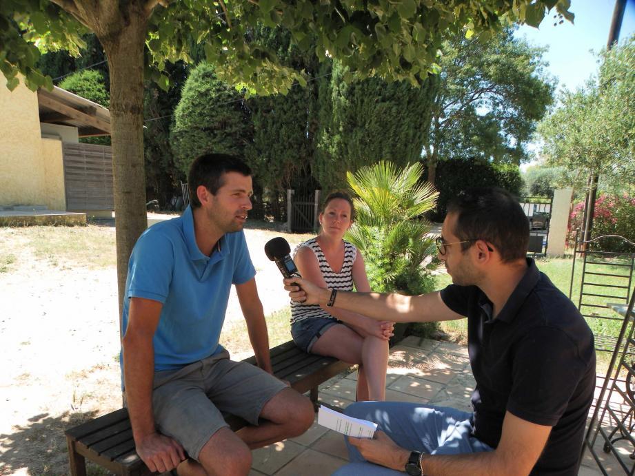 Au Domaine de l'Olivette, Angélique et Sylvain Delmotte sont interviewés par Tim Siffredi, en vue de podcasts programmés par l'office de tourisme pour mettre en avant les professionnels roquebrunois.