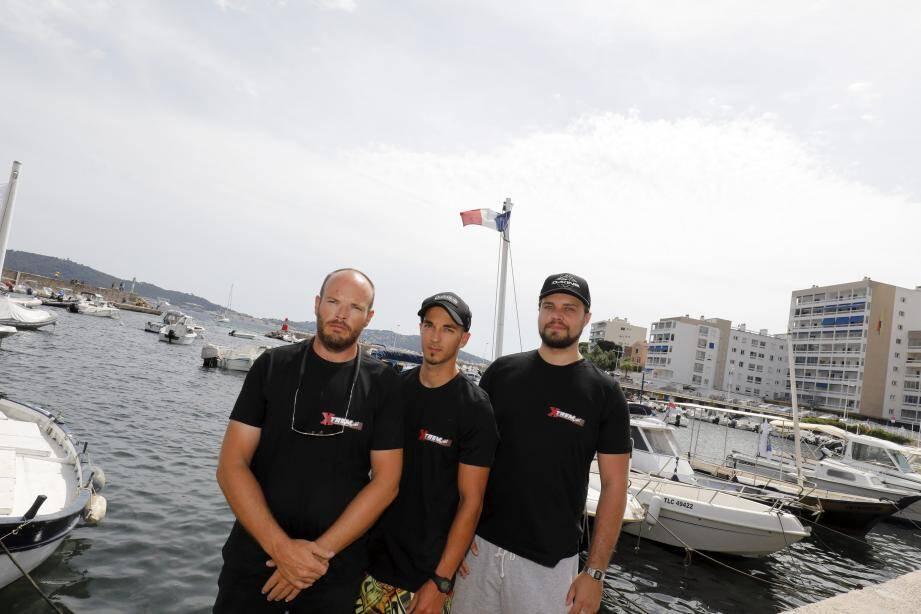 Julien Couvreur et ses employés espéraient ouvrir XTrem base nautique cet été au port Saint-Louis. Mais suite à des déboires administratifs, il n'en sera rien et la situation financière du patron s'en ressent.