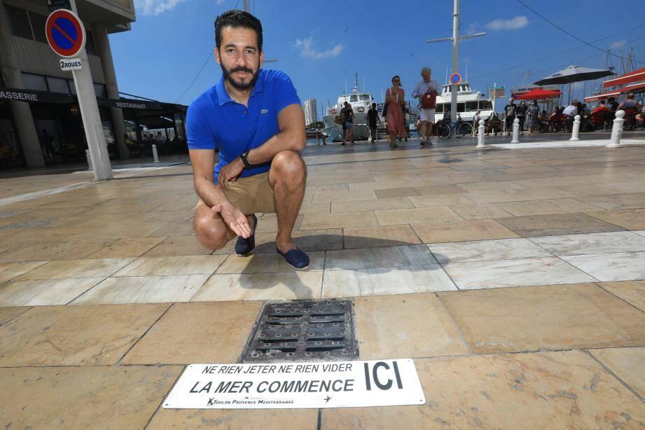 Au port comme dans les autres quartiers de la ville, les plaques d'alerte ne passent pas inaperçues.