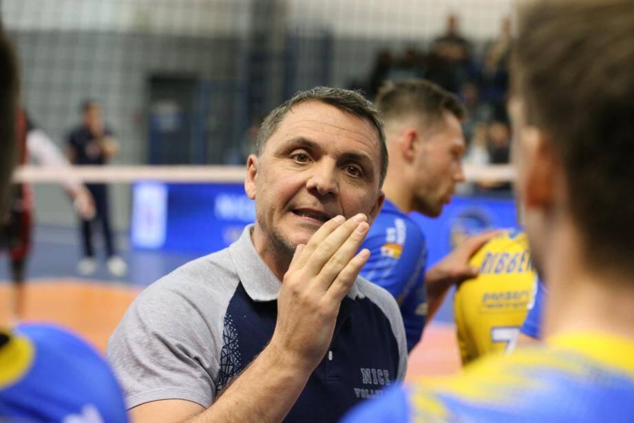Malgré un premier exercice galère sur le banc niçois, le « pire de (sa) carrière » dans le volley professionnel, Ratko Peris officiera encore en Ligue A.