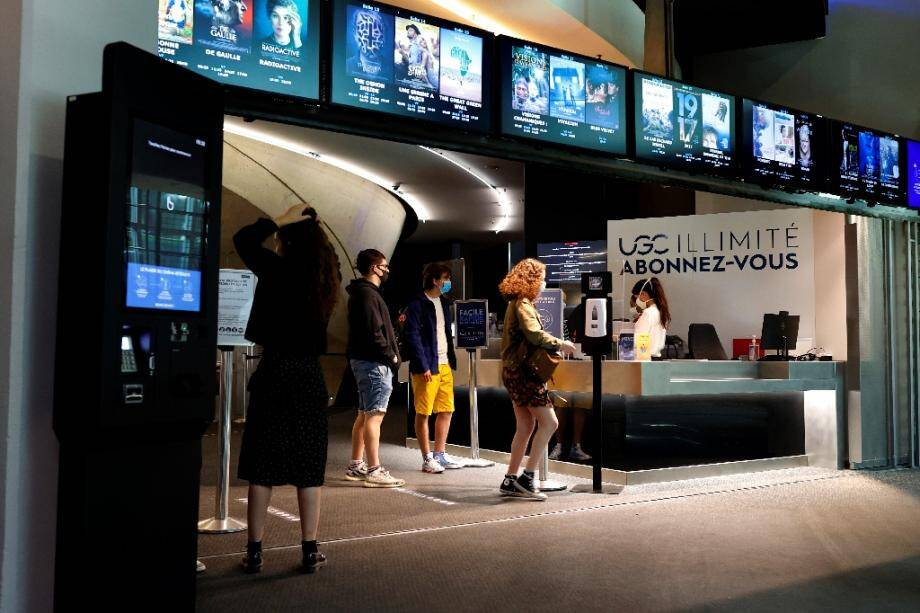 A l'entrée d'un cinéma à Paris, le 22 juin 2020.