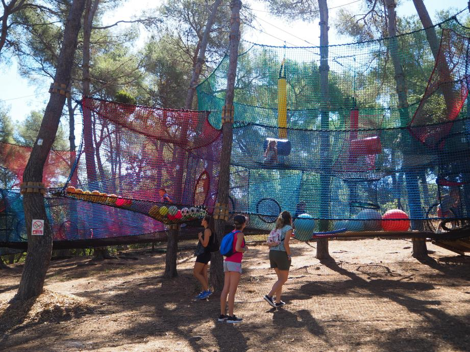 Naïs, Louis, Gaël, Romane et Thierry coordonnent ce nouveau parc familial secondés aussi par Kevin.