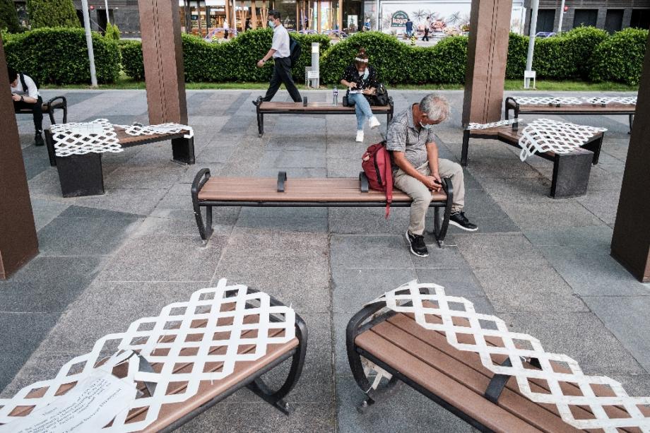 Des bancs interdits d'accès à Hong Kong pour éviter la contamination au coronavirus le 15 juillet 2020.