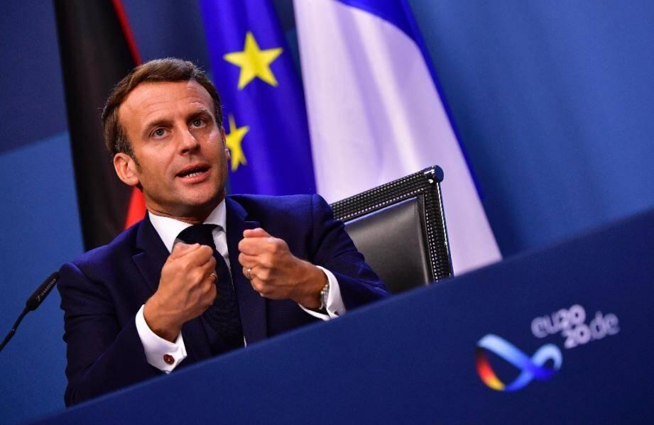 Emmanuel Macron lors d'une vidéo-conférence de presse à la fin du sommet européen à Bruxelles, le 21 juillet 2020