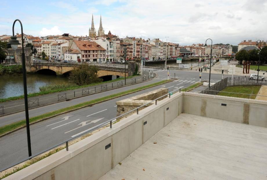 Vue de la ville de Bayonne depuis le belvédère du Bastion royal en 2015
