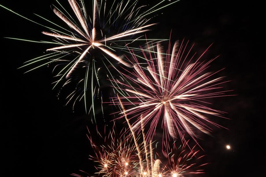 Le feu d'artifice aura lieu ce lundi à 22h30 sur le parking du Réal aux Arcs-sur-Argens.