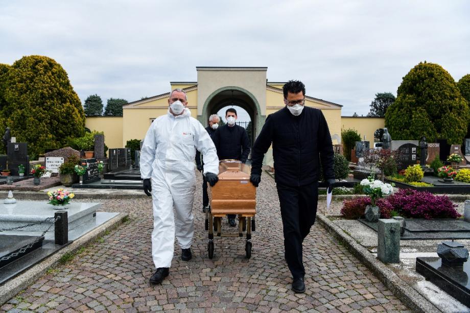 Funerailles sans public au cimetière de Grassobbio, le 23 mars 2020