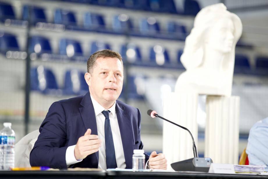 Frédéric Masquelier, maire de Saint-Raphaël, a été élu sans surprise à la présidence de l'agglomération de la Cavem.