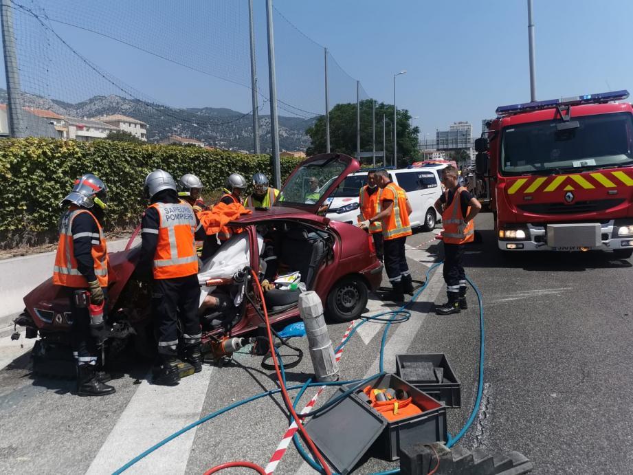 L'accident s'est produit peu avant 14 heures sur l'A50 à la sortie ouest de Toulon.