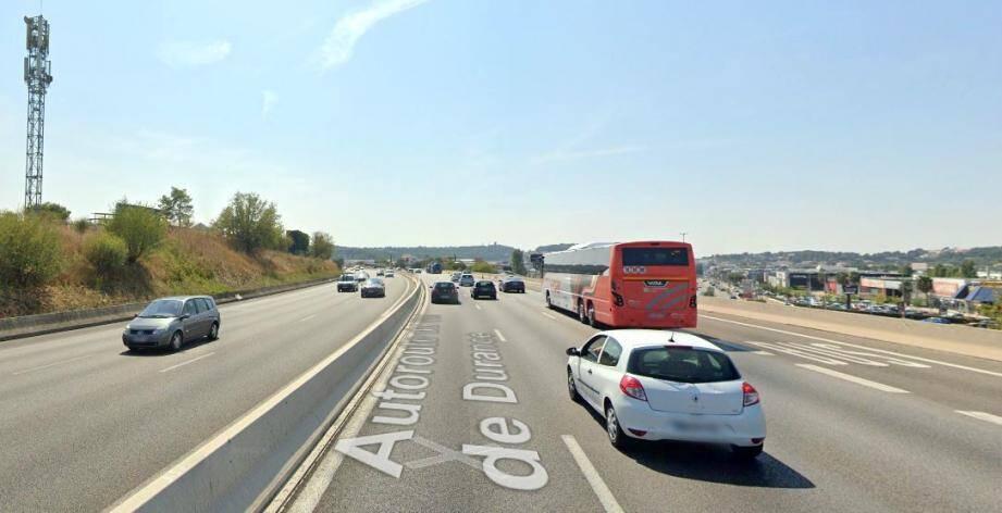 Illustration de l'autoroute A51 entre Aix et Marseille.