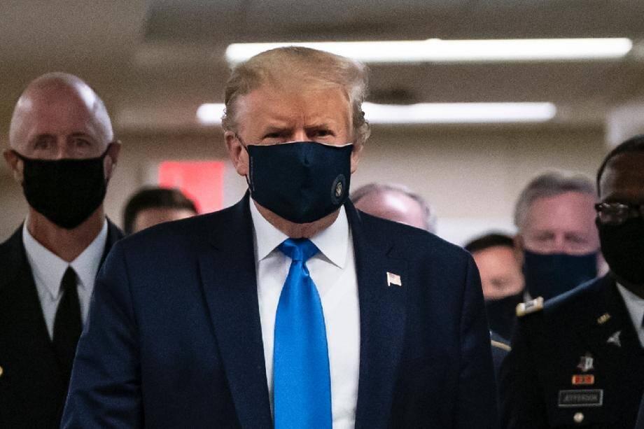Le président américain Donald Trump visite un hôpital militaire à Bethesda, près de Washington, le 11 juillet 2020