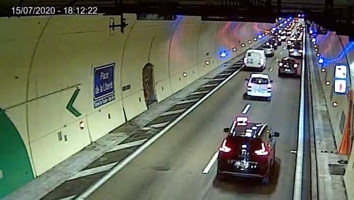 La circulation est ralentie dans le tunnel de Toulon, ce mercredi vers 18h.