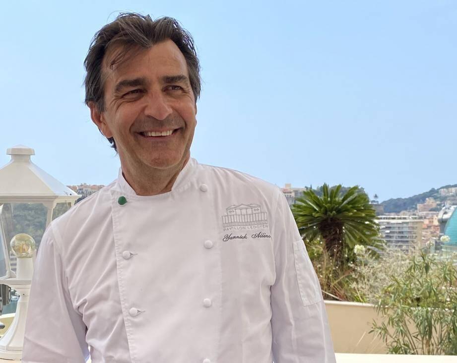 """Le chef triplement étoilé a quitté ses fourneaux parisiens le temps d'un dîner inédit au """"Vistamar"""""""