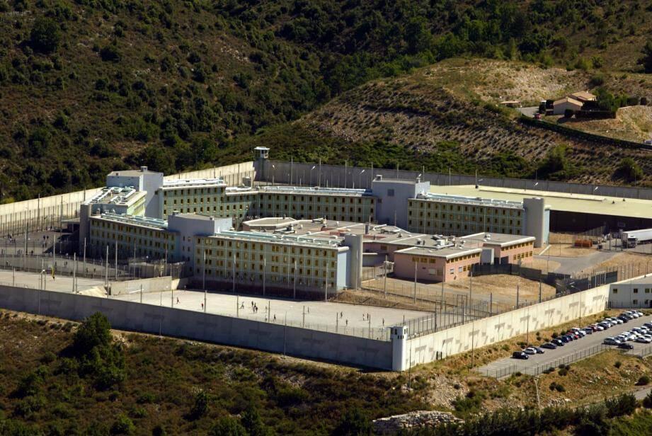 Un détenu de la prison de Grasse a voulu se faire justice lui-même.