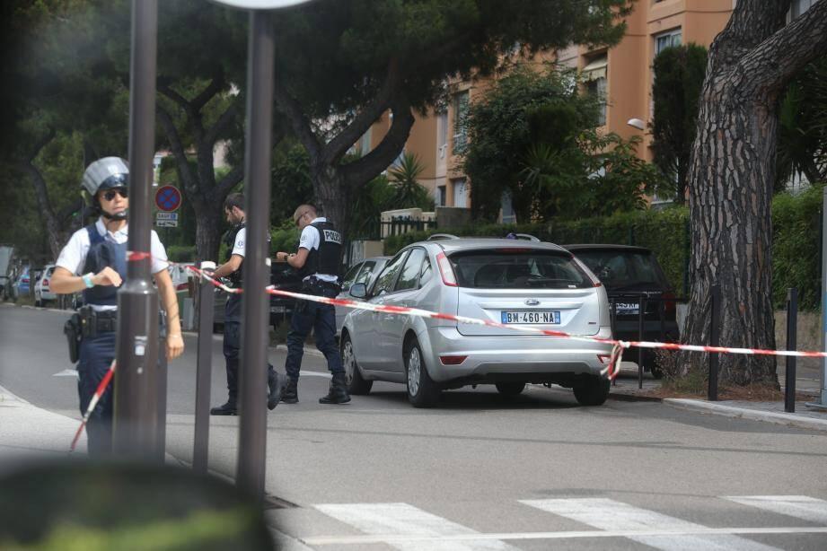Nouvelle alerte aux coups de feu ce lundi matin à Nice, dans le quartier des Moulins. La police quadrille le secteur sans trouver, pour l'heure, trace ni de blessé, ni de suspect.
