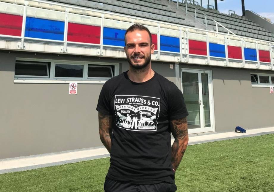 Alexy Bosetti comme chez lui au stade de la Paoute à Grasse.