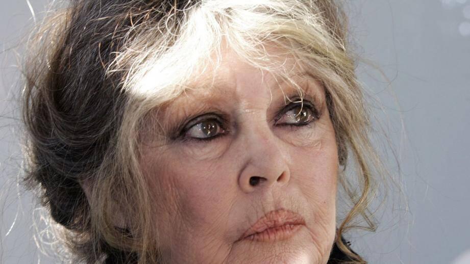 Brigitte Bardot s'indigne contre la tenue de l'Aïd-el-Kebir.
