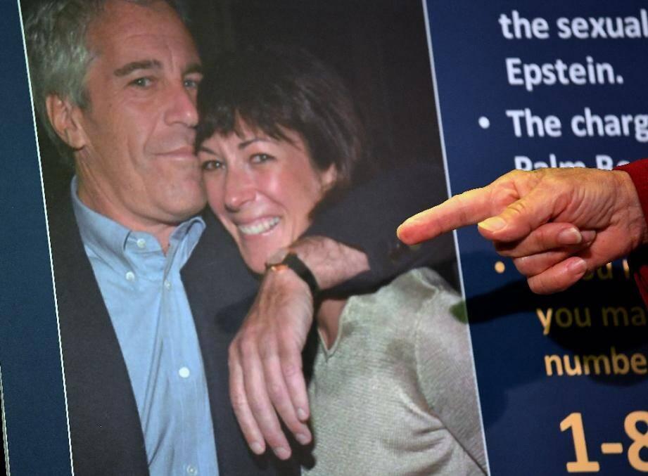 Une photo de Ghislaine Maxwell avec Jeffrey Epstein, présentée le 2 juillet par la procureure fédérale de Manhattan