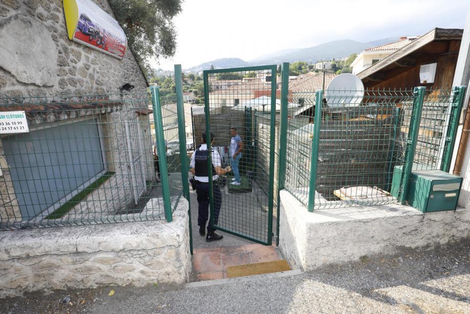 C'est dans un établissement en contrebas de la route de Pégomas, à deux pas du rond-point des Quatre-Chemins à Grasse que le tir a eu lieu ce jeudi après-midi.