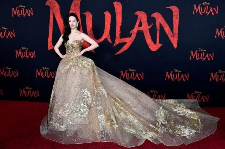 """Yifei Liu, actrice principale du film """"Mulan"""", à la première, en mars, à Los Angeles."""