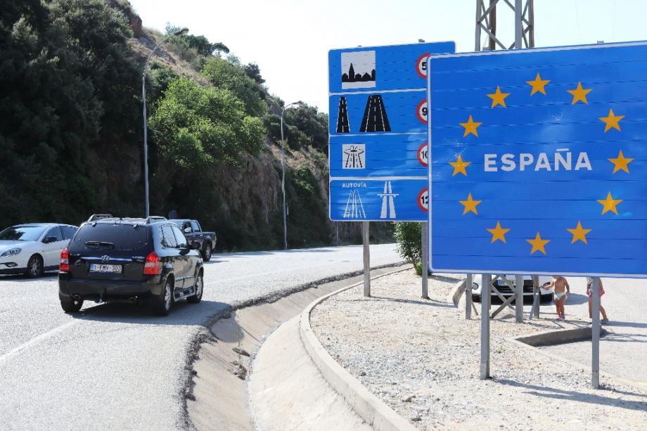 Des véhicules à la frontière franco-espagnole au Perthus (Pyrénées-Orientales), le 24 juillet 2020
