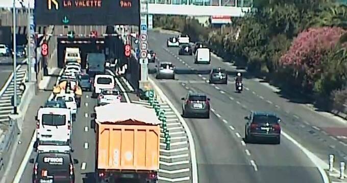 Un incendie sur le terre-plein central de l'autorouteA57 à hauteur de La Valette a considérablement ralenti le trafic autoroutier aux entrées est et ouest de Toulon.