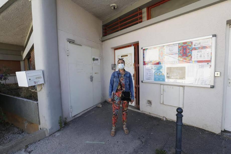 Avec la crise sanitaire, une partie des élèves de l'école Martini de La Seyne-sur-Mer sort par cette porte, sur le côté du bâtiment.